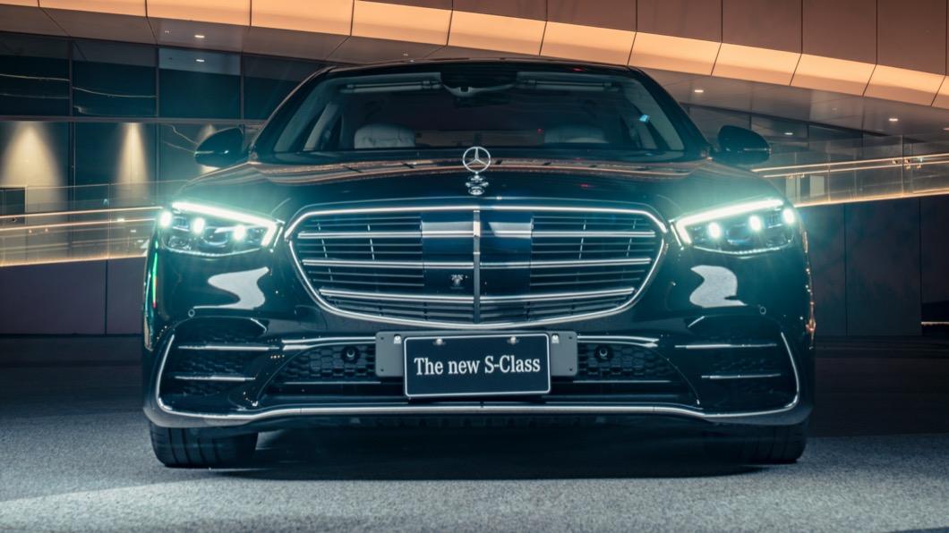 全新S-Class可以說是集結了M-Benz當代最高端科技配備,打造出極致舒適的移動體驗。(圖片來源/ M-Bnez) 高端配備全解鎖! 21/22年式S-Class開放接單