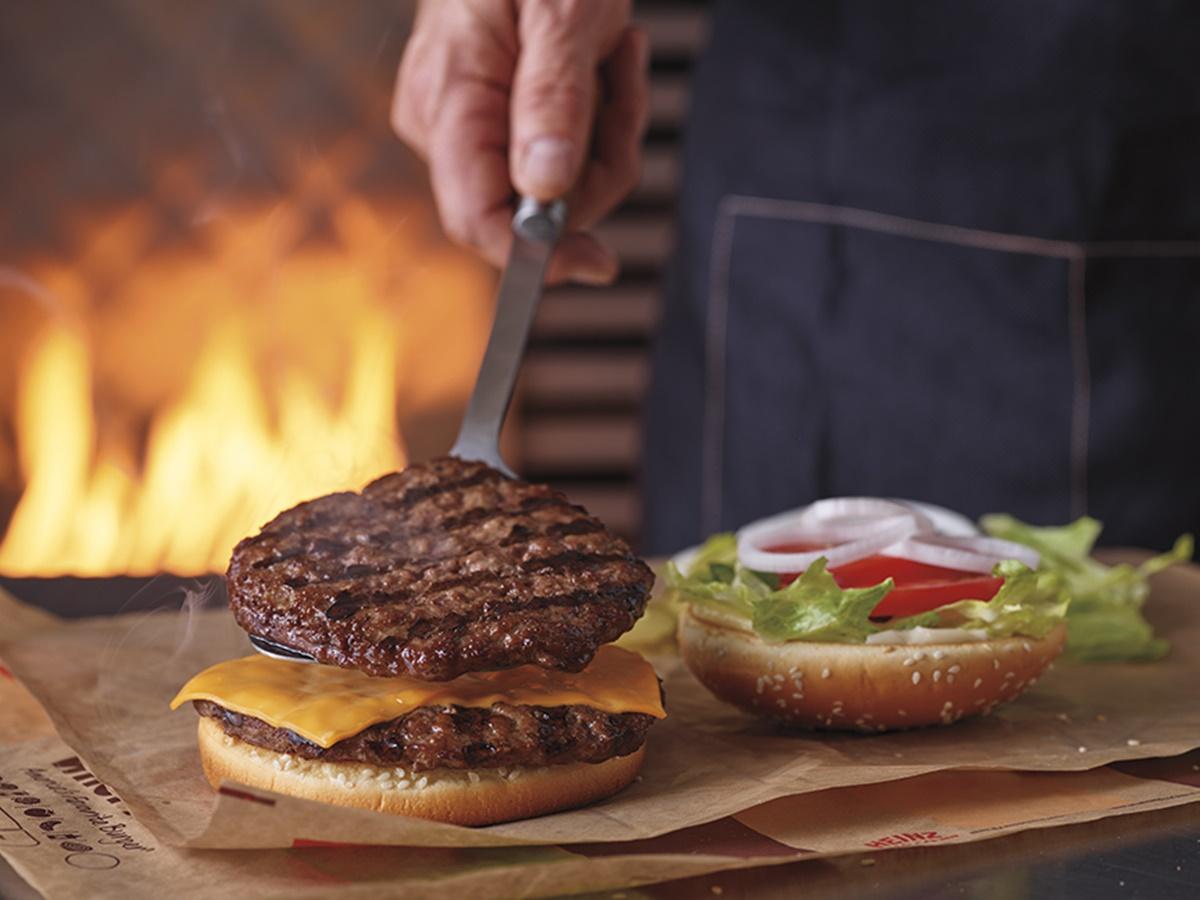 超狂3大速食店好康!免費吃雞塊、10元爽嗑4.4盎司牛肉排、鹹蛋黃薯條餐買一送一