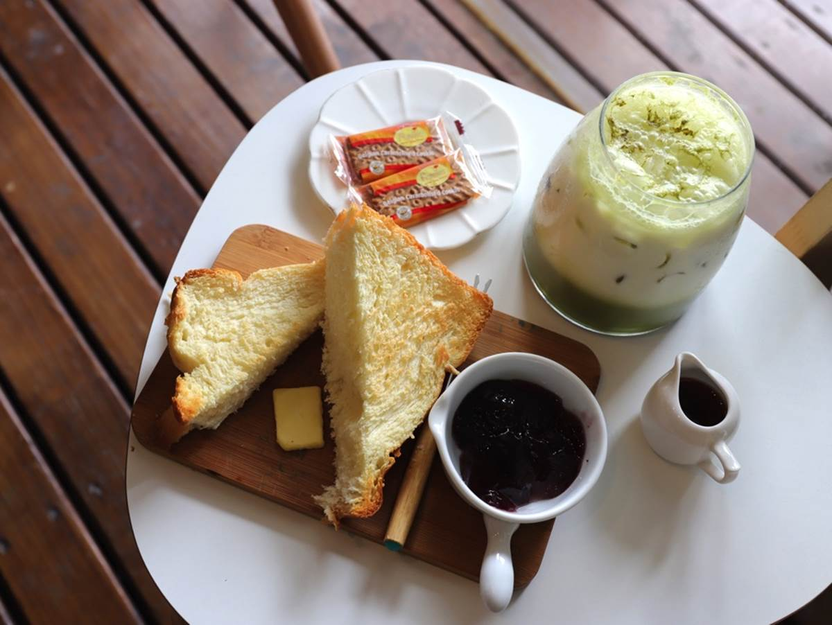 鏟屎官快來!台南6家吸貓甜點店:整串烤香蕉歐雷、爆漿湯圓厚磚、大理石野莓乳酪