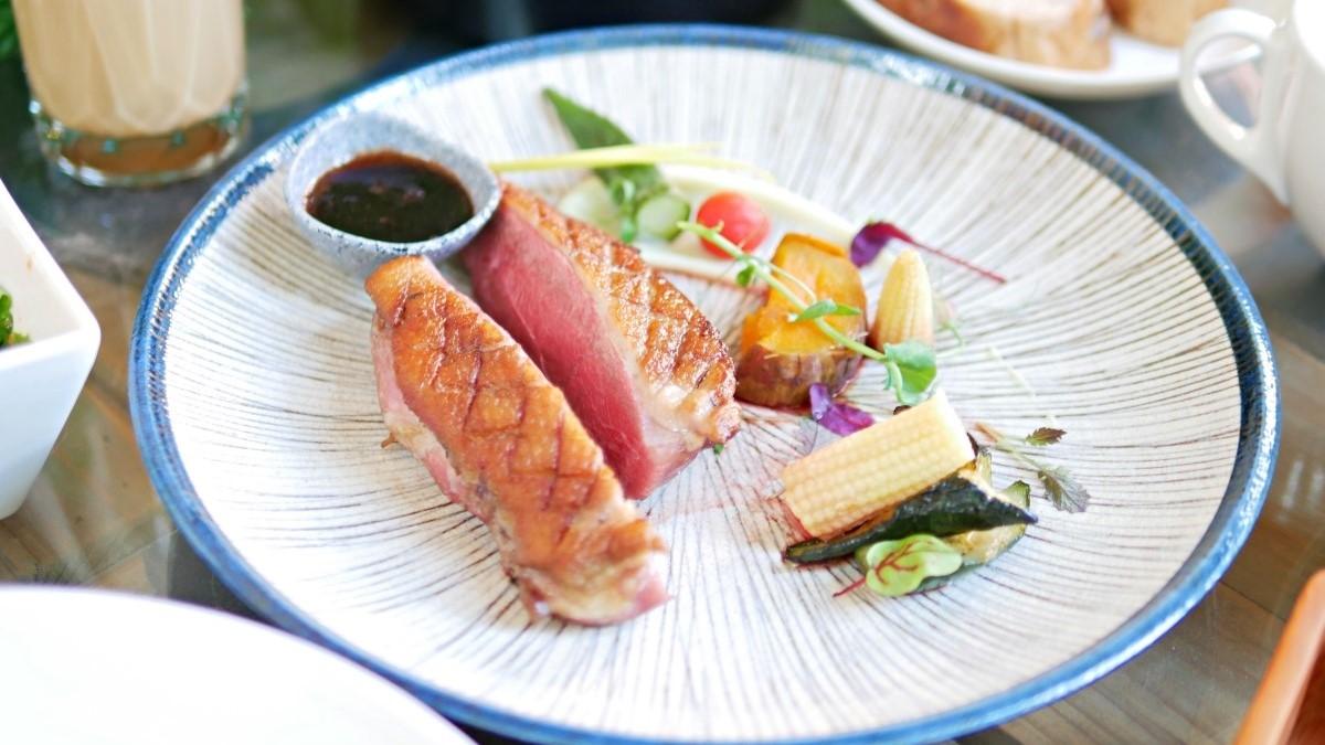 好吃又好逛!台南百年古蹟變身餐酒館,美拍粉色洋房還能嘗肉質鮮嫩「櫻桃鴨」