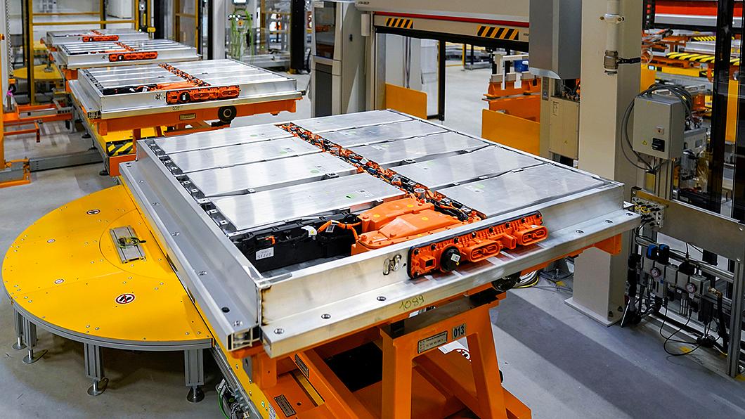 汽車業界正設下相當激進的動力電池製造成本目標。(圖片來源/ Volkswagen) 電動車大降價即將實現 業界設大幅降低電池製造成本目標