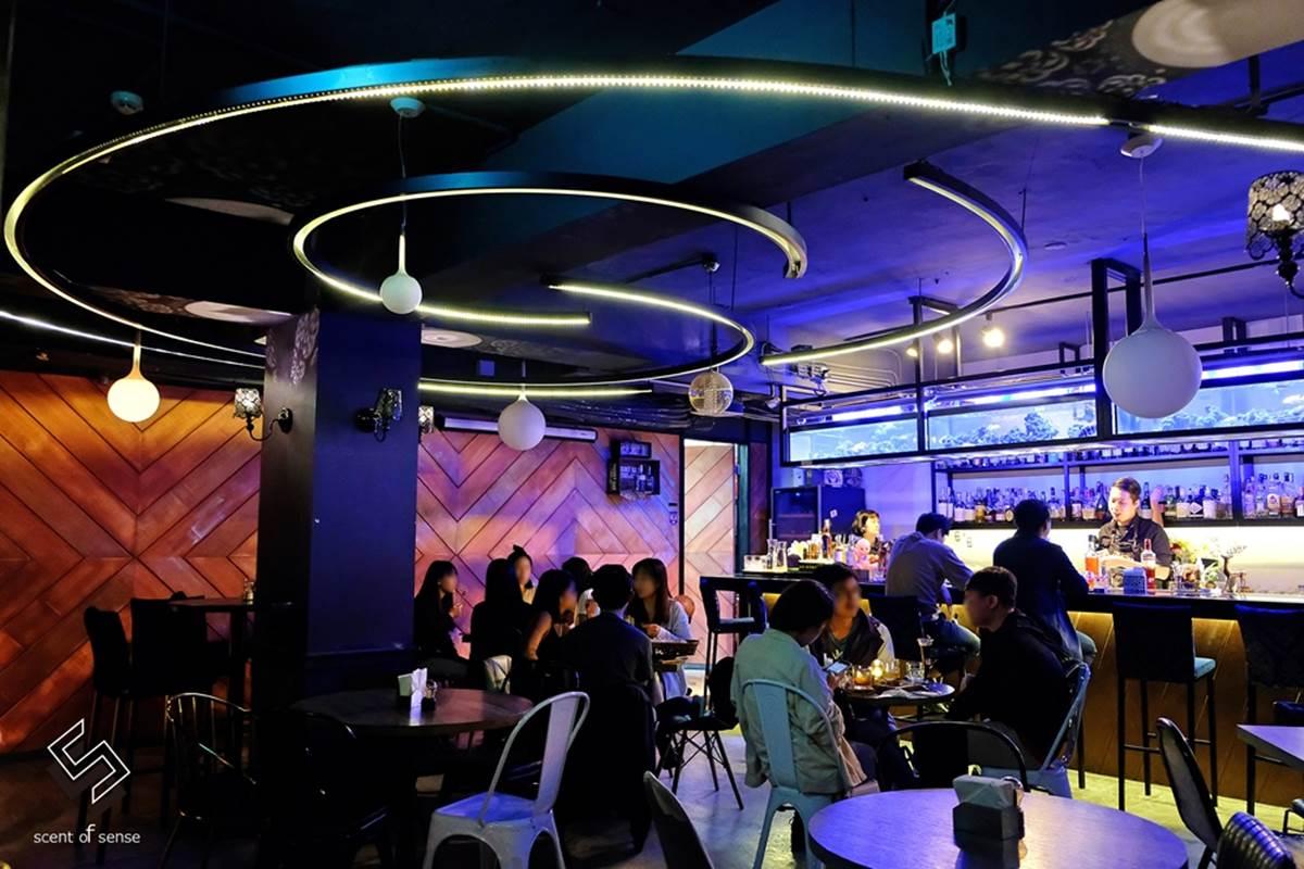 水水來Chill!中山區3家網美系酒吧:水族箱吧檯、復古「當鋪」、美式仿舊磚牆
