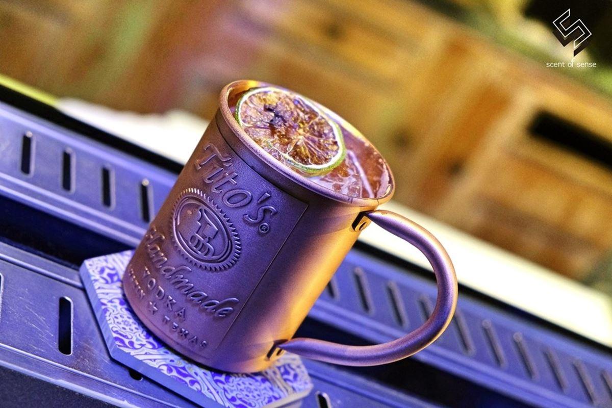 水水買醉囉!海洋風酒吧有超美拍「水族箱」吧檯,酒釀櫻桃威士忌嘗起來像甜點