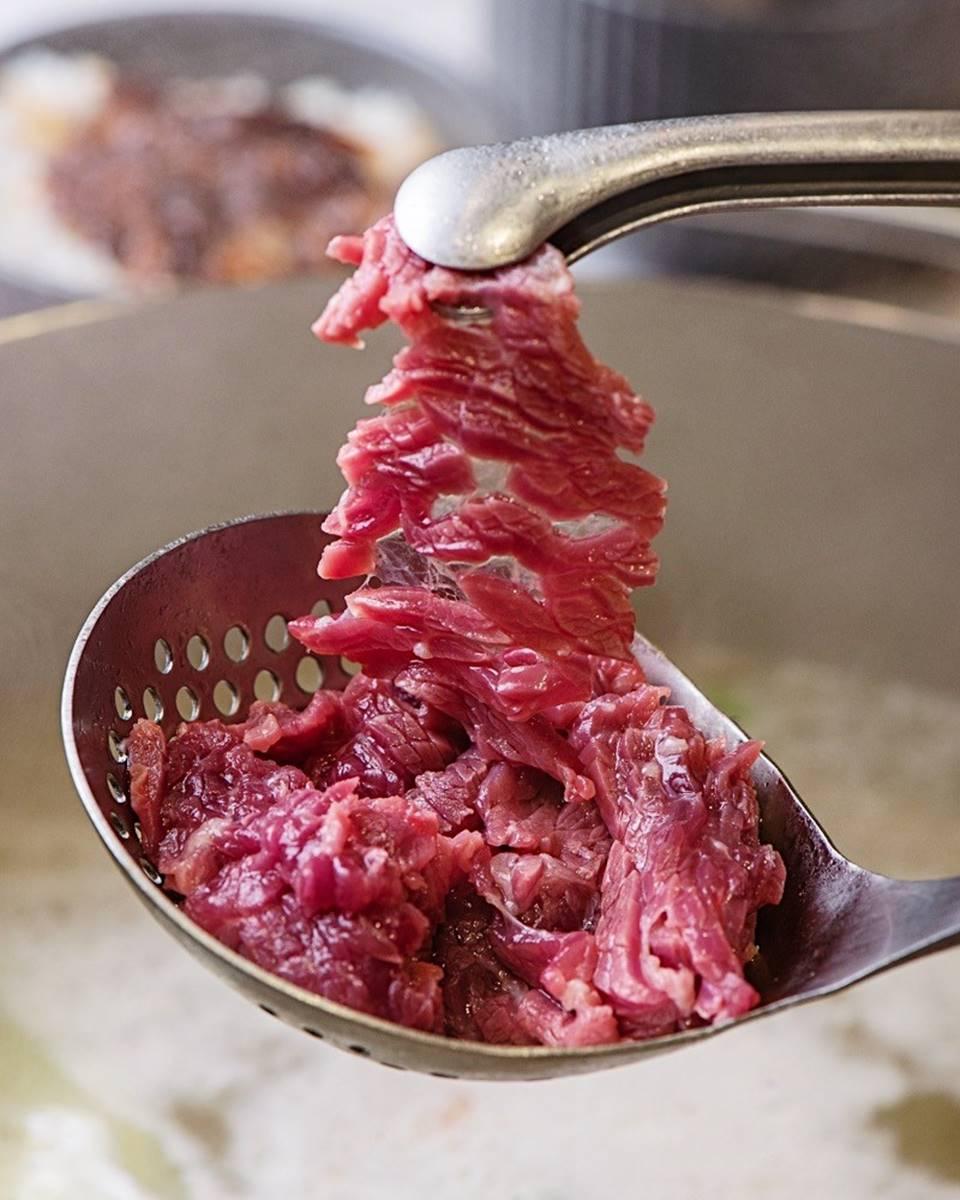 水水也愛!台南韓系裝潢「牛肉火鍋店」宛如美拍咖啡廳,手切溫體牛每日新鮮直送
