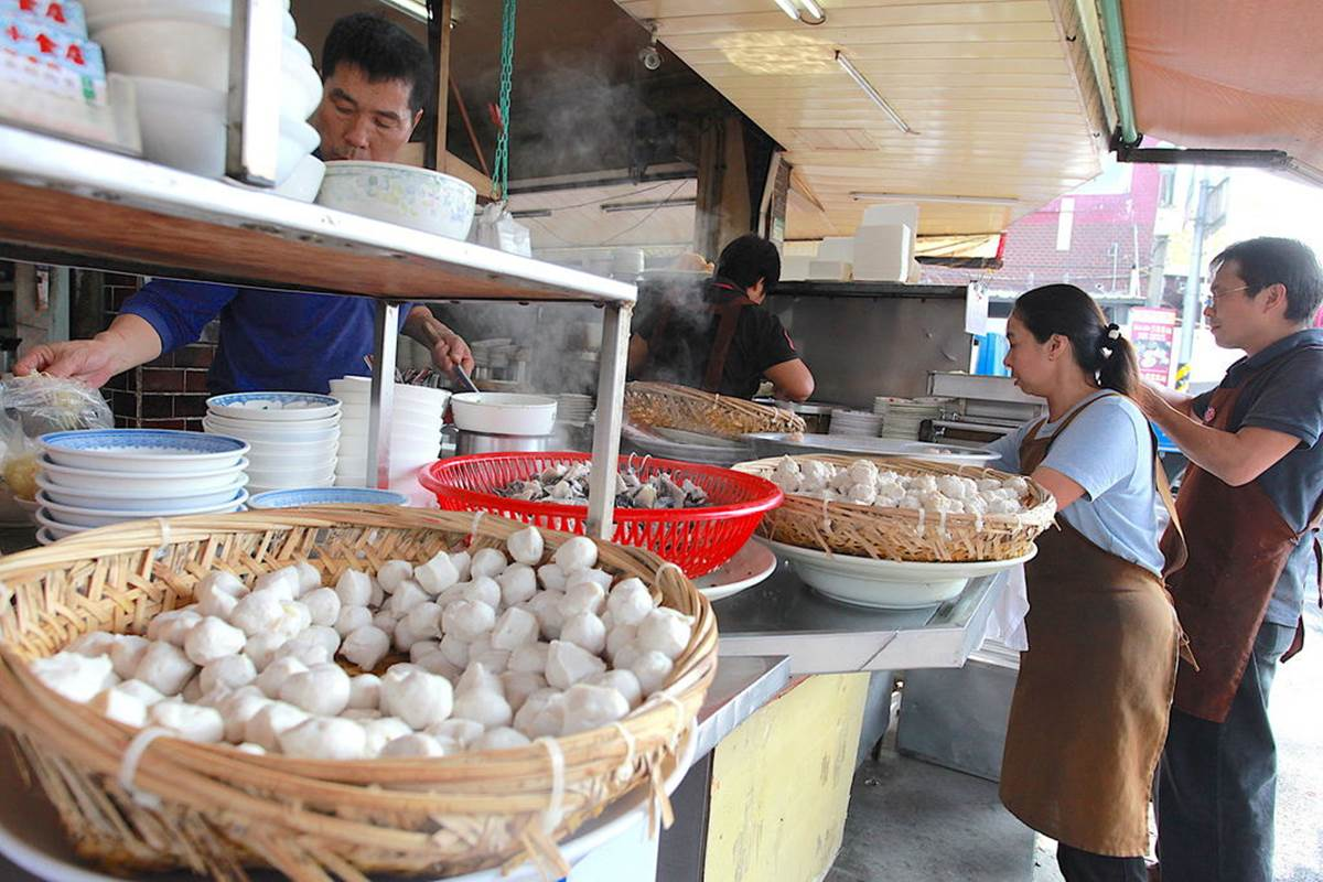 台南人的早餐!老字號「魚鬆」米糕早上6點就開賣,鮮甜白菜滷、綜合丸湯也必點