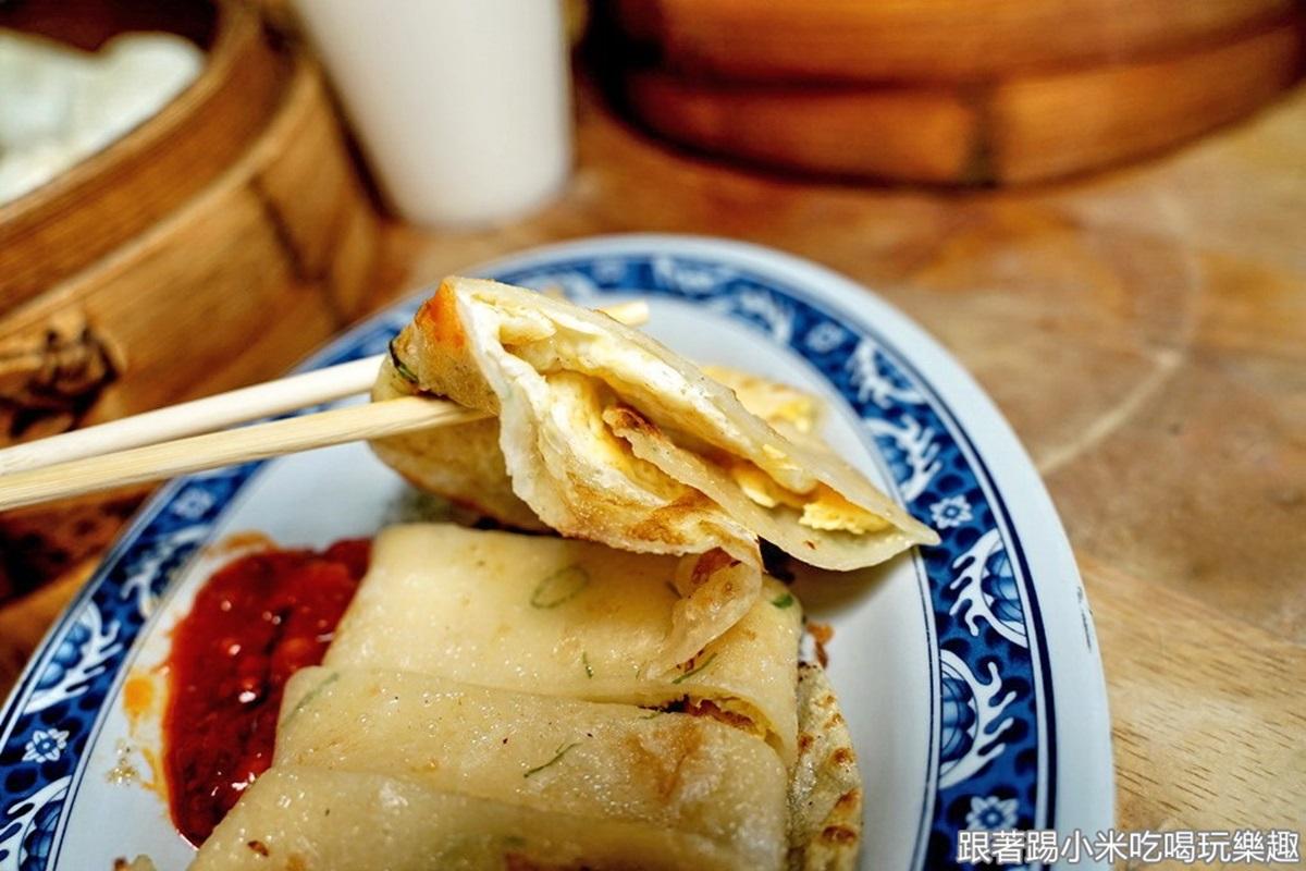 外帶內用都在排!新竹人氣小籠包出爐就搶光,軟Q麵皮尬鮮肉餡不沾醬也夠味