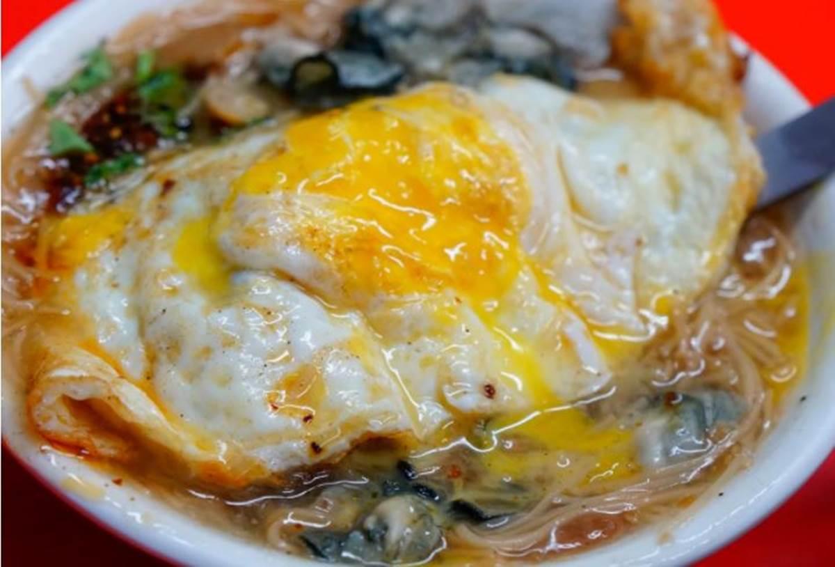 在地人早餐!高雄老字號麵線加半熟蛋超對味,配料「蚵仔」不裹粉鮮甜又飽滿