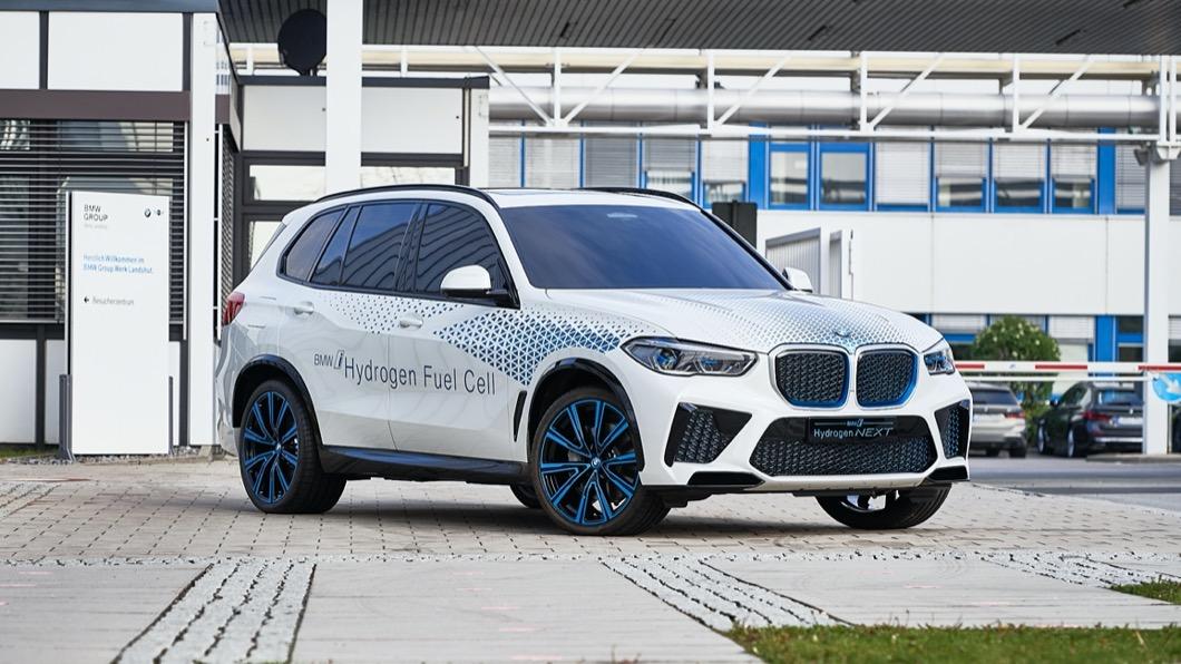 不過BMW電能車款,或許在不久的將來就會有更多全新選擇,而且其中可能不乏氫燃料動力車款。(圖片來源/ BMW) X5氫燃料電動車明年量產 3分鐘就能重新上路