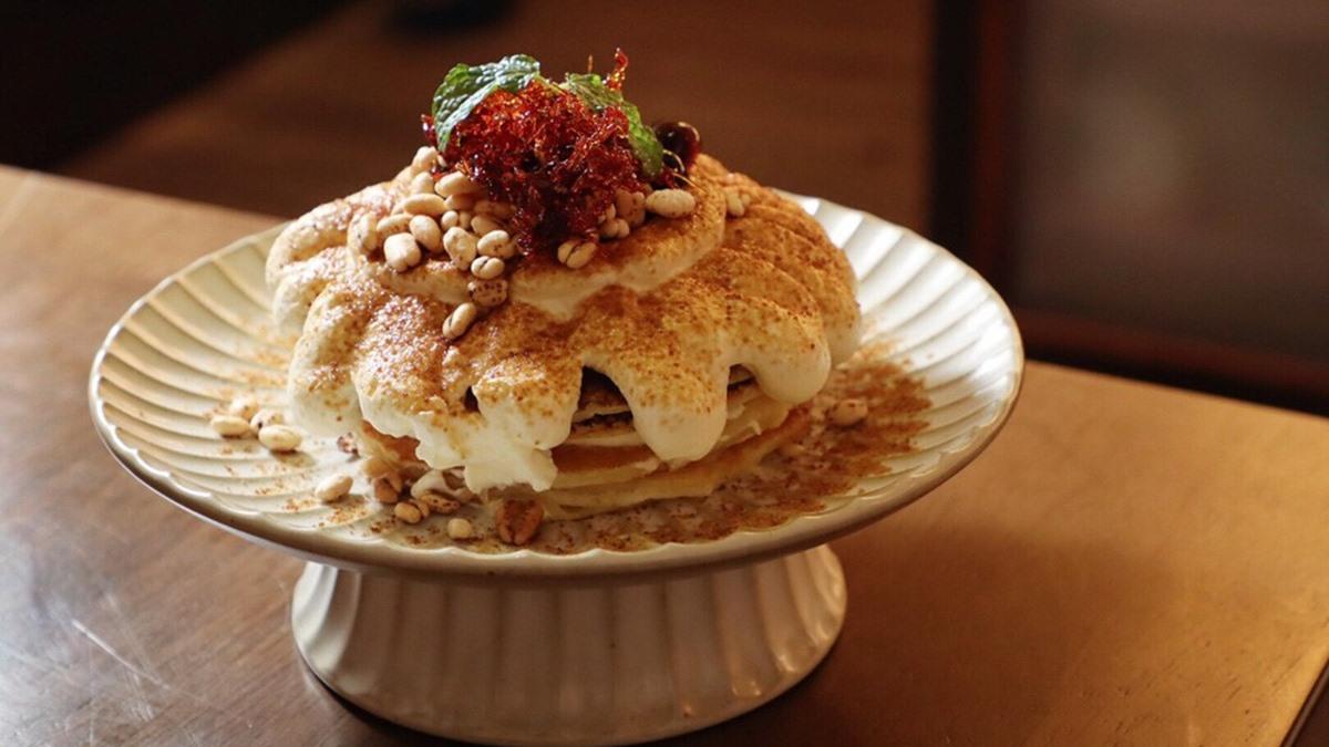 打卡療癒系「鯨魚牆」!北歐風咖啡廳竟賣日式料理,黑糖鳥巢鬆餅、明太子烤飯糰都必點