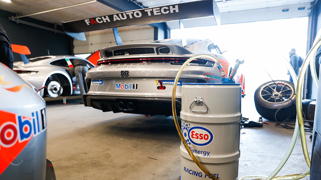 Porsche進行再生燃料的研發測試。(圖片來源/ Porsche) 跑車也要很環保!保時捷專注再生燃料領域