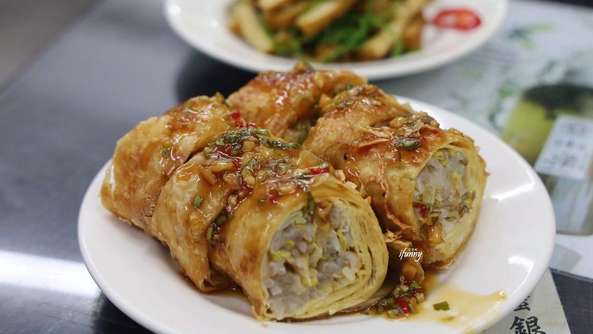 平民版鼎泰豐!排骨蛋炒飯「肉大到快看不見飯」,酥香豆皮捲吃完還想拿1盤