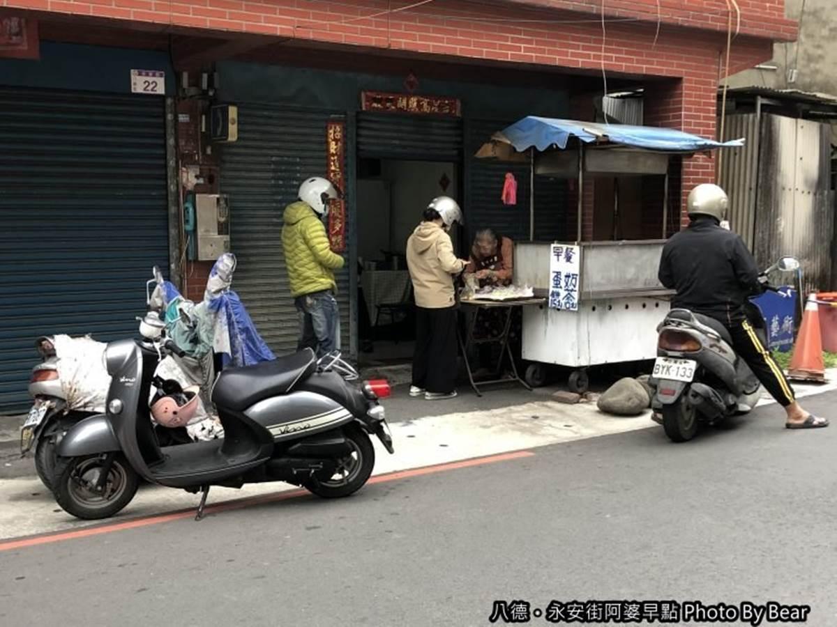 在地人才知道!桃園5家古早味粉漿蛋餅:50年阿婆餐車、1週只賣4天、30元雙蛋