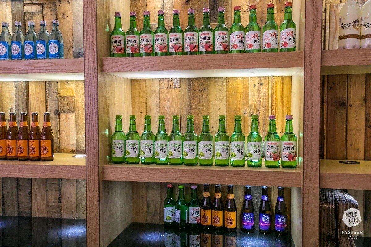 超粉嫩網美酒吧!8種口味韓式炸雞熱熱吃配啤酒,還有道地飯捲飽嘴又爽口