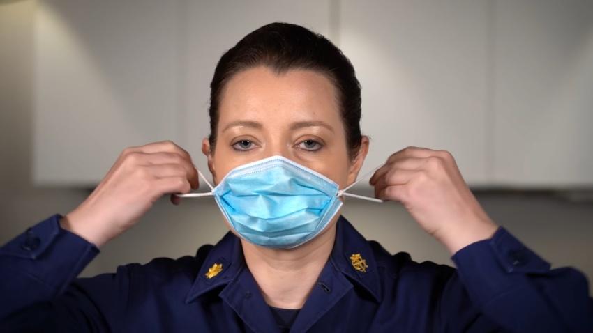 網傳口罩「對折打結」減少感染風險?美CDC傳授4步驟 增加口罩密合度