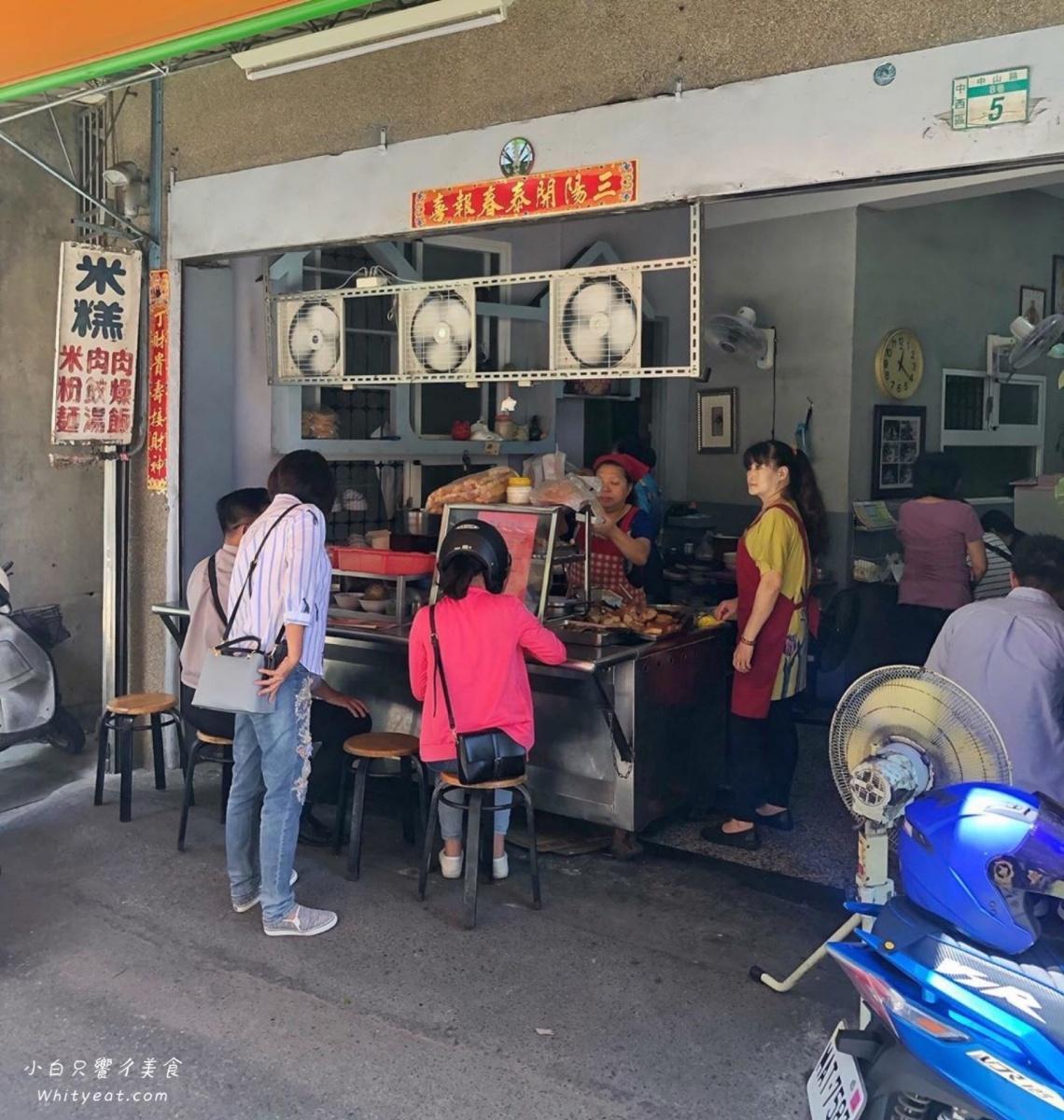 先筆記!台南古早味米糕加「半熟蛋」超對味,滷到透亮肉燥飯也只要15元