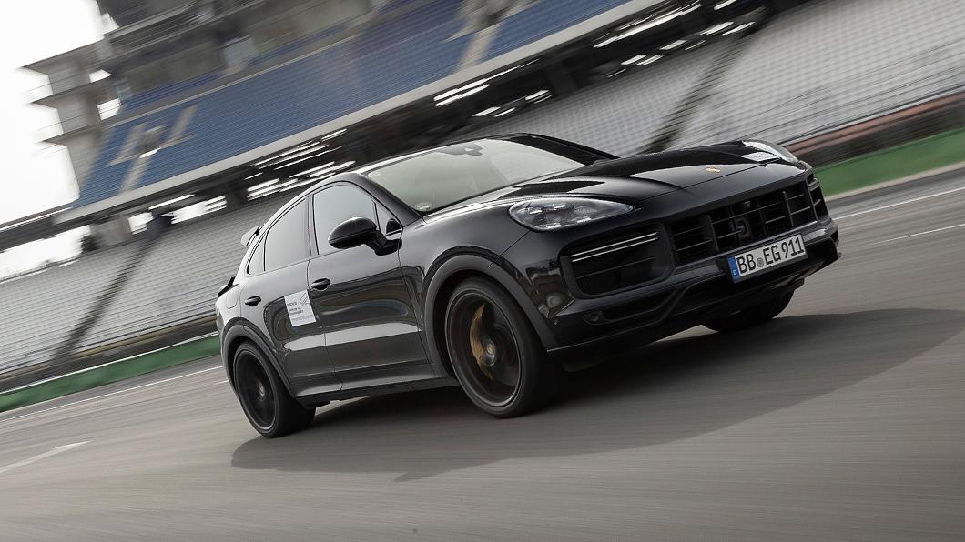 Porsche透過釋出原型車試駕照片方式預告將推出Cayenne新車型。(圖片來源/ Porsche) 鎖定野牛Urus Cayenne將推逾630匹馬力高性能車型