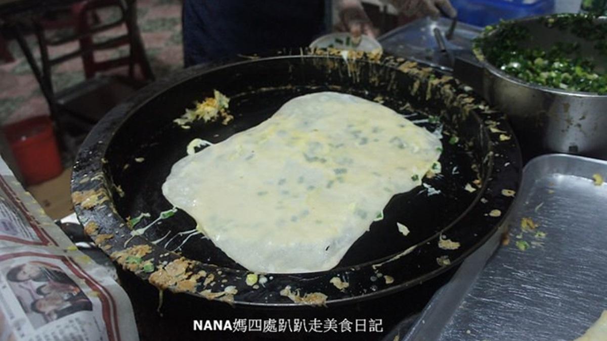在地人從小吃到大!50年老店蛋餅包整塊油條、蘸「米漿」,神祕隱藏菜單也必嘗