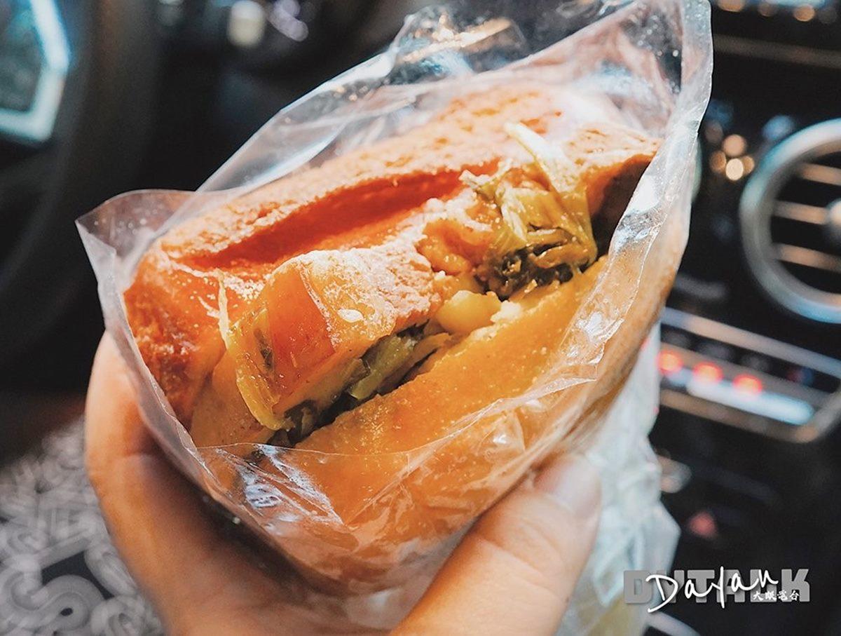 在地人下午茶!30年炸饅頭夾「扣肉+酸菜」鹹香超爽口,每日只賣4小時就收攤