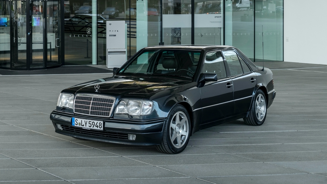 而在歷史上,M-Benz卻曾與Porsche合作共同打造出一款足以對抗BMW E34 M5的車款。(圖片來源/ Porsche) 史上唯一!有保時捷血統的賓士 M-Benz 500E已經30歲了
