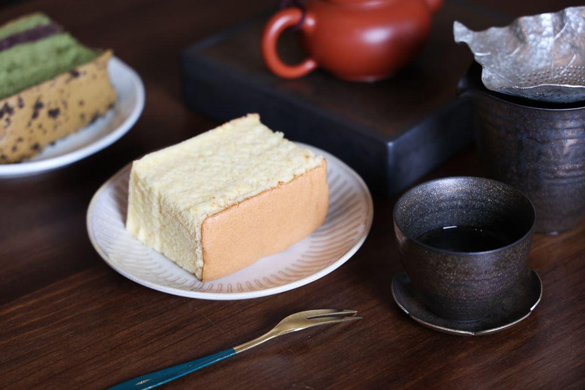 外帶窗口拿了就走!高質感古早味蛋糕必點抹茶+紅豆泥,入口綿密嘗得到濃濃奶蛋香