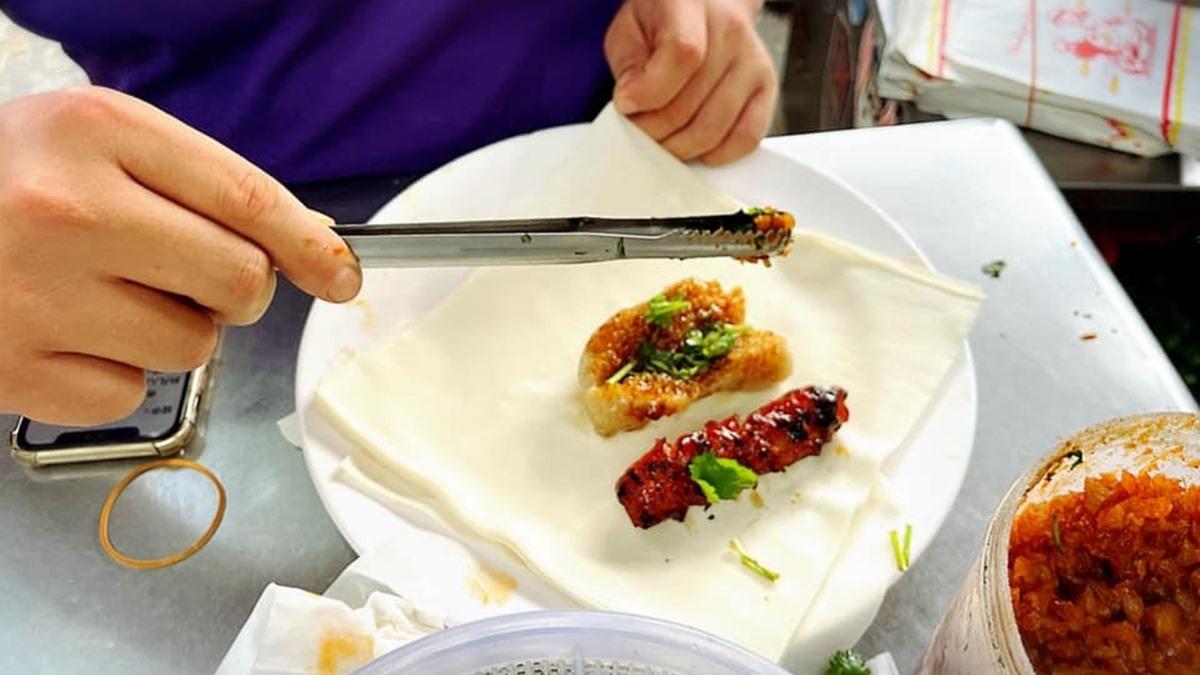 在地人私藏小吃!「潤餅皮」包大腸小腸外帶超方便,多重口感一咬就爆汁