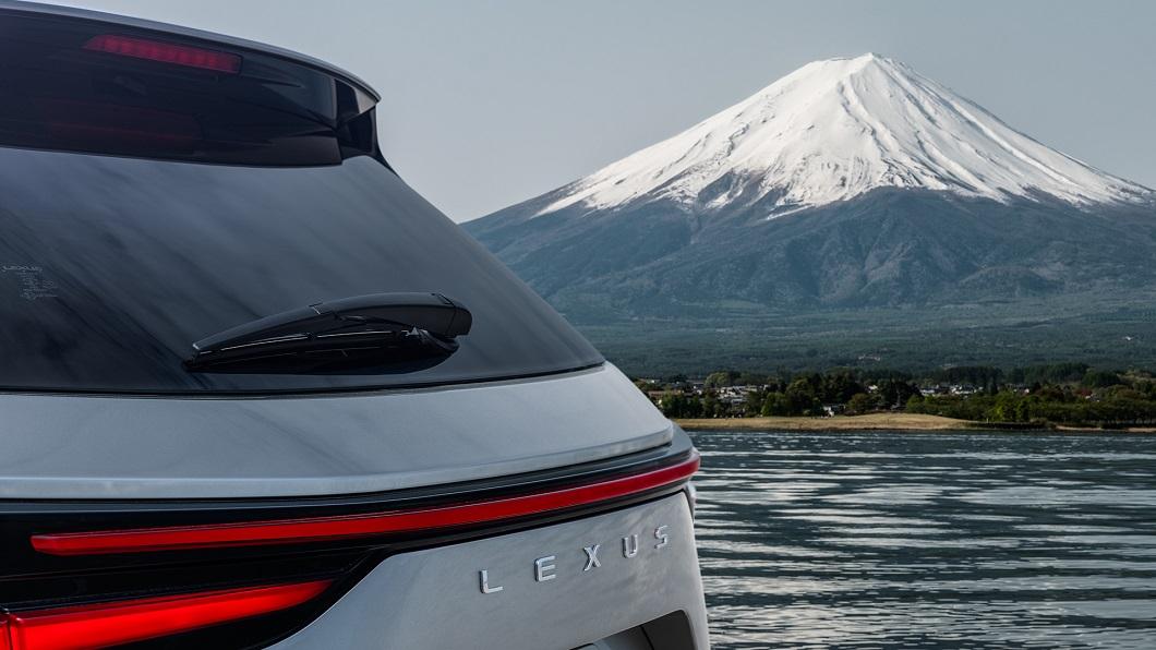 全新大改款二代NX預計將在6月11日正式對外亮相。(圖片來源/ Lexus) 大改款NX預告6月11日亮相 俏臀線條搶先曝光