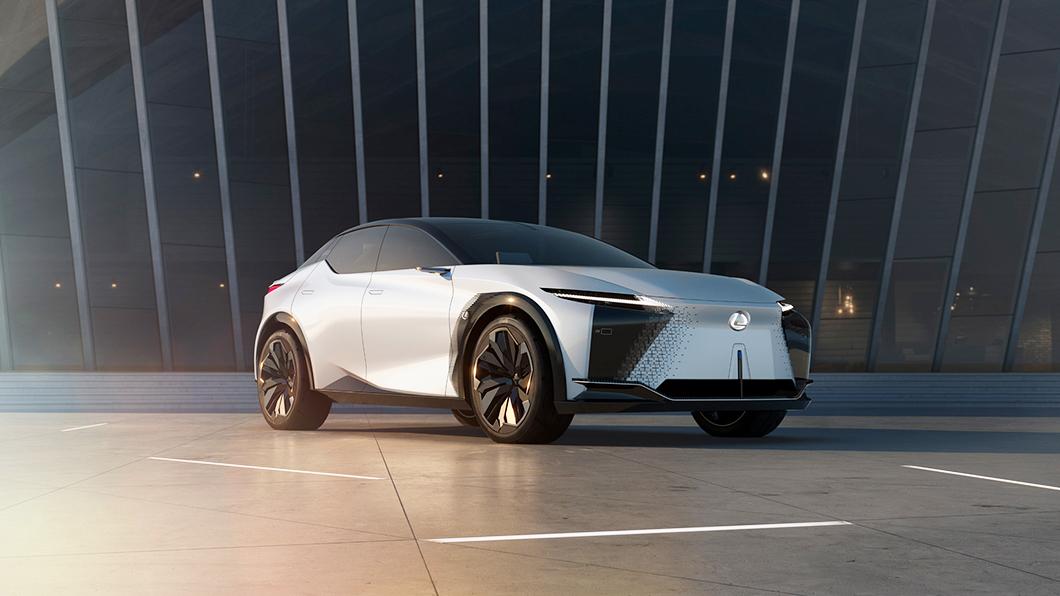 LF-Z Electrified量產車款最快可望在14個月內推出,2022年第三季時就能一睹量產版LF-Z Electrified美麗身影。(圖片來源/ Lexus) Lexus LF-Z本人首度美媒前亮相 有望提前在明年量產