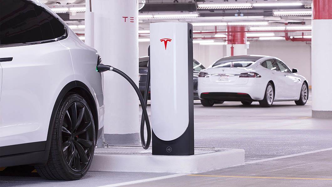 20年前網際網路爆炸式發展模式是否會發生在電動車上?依眼前的綠能革命浪潮來看,答案是肯定的。(圖片來源/ Tesla) 電動車何時接管地表? 就像網路革命般快得超乎你想像
