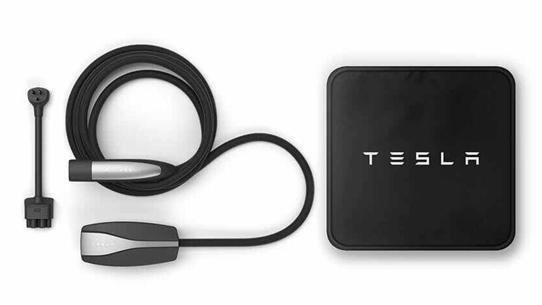 Tesla車主於6月23日前成功推薦親友購買Model 3現貨車,並於6月30日前完成交付,推薦人即可獲得限量旅行用充電座乙組。(圖片來源/ Tesla) 特斯拉慶祝新莊據點試營運 本月推薦親友購車送旅行用充電座、FSD使用權3個月