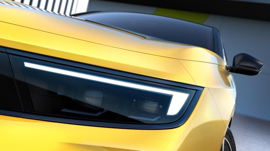 Opel旗下最重要的產品、也是歐洲大陸競爭最激烈的中型掀背級距Astra,即將發表新一代車型。(圖片來源/ Opel) 大改款Astra轉型電動車 Opel搶先窺探內外細節