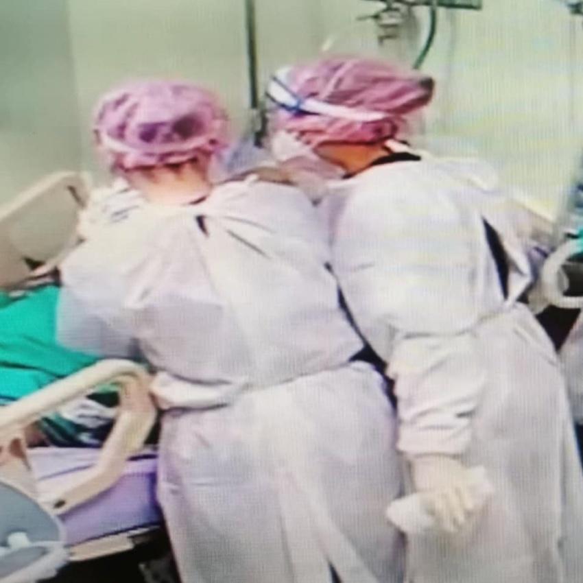 愛在疫起時/來不及的視訊電話…兒子在病房外送爸爸最後一程 護理師難忍落淚