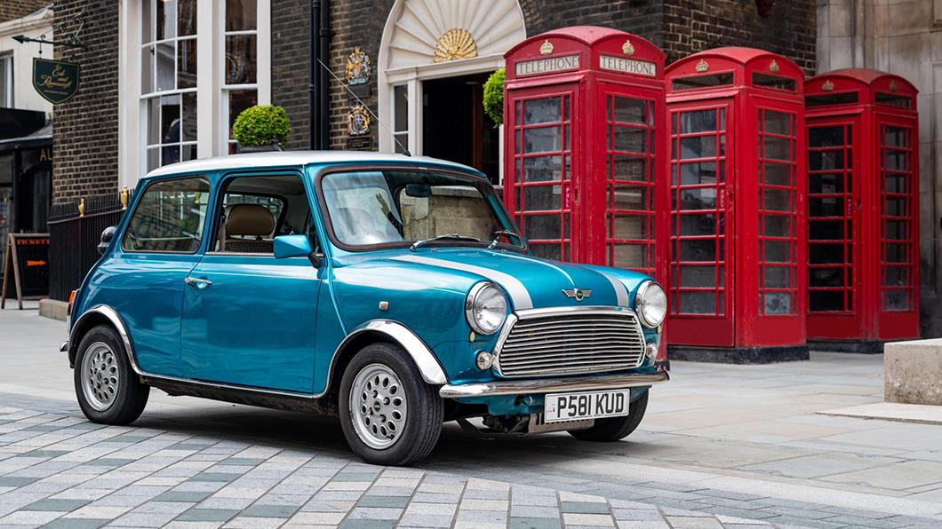 想開電動車但口袋沒那麼深,又對老車情有獨鍾?掏出一百萬,英國London Electric Cars (LEC)幫你圓夢。(圖片來源/ LEC) 老Mini轉生術 強植Leaf心臟品味環保一次滿足