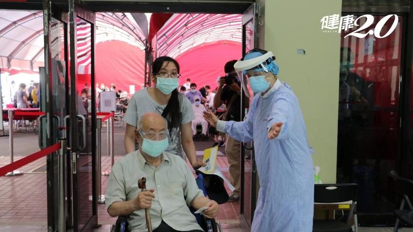 AZ疫苗大規模開打 「宇美町式接種」長者不動、醫護動 效率大提升
