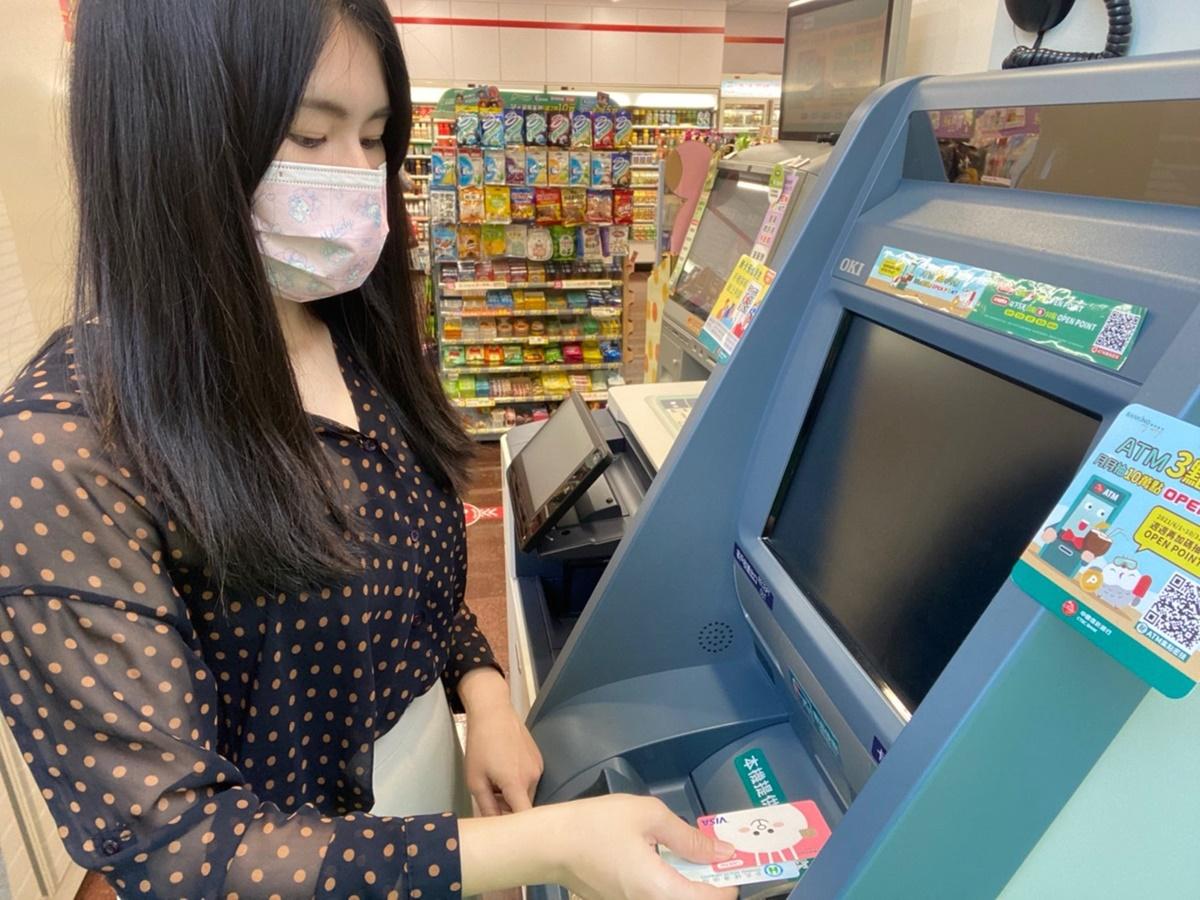 1萬元「孩童家庭防疫補貼」來了!全台1.4萬台ATM都可領,2間銀行再回饋200元