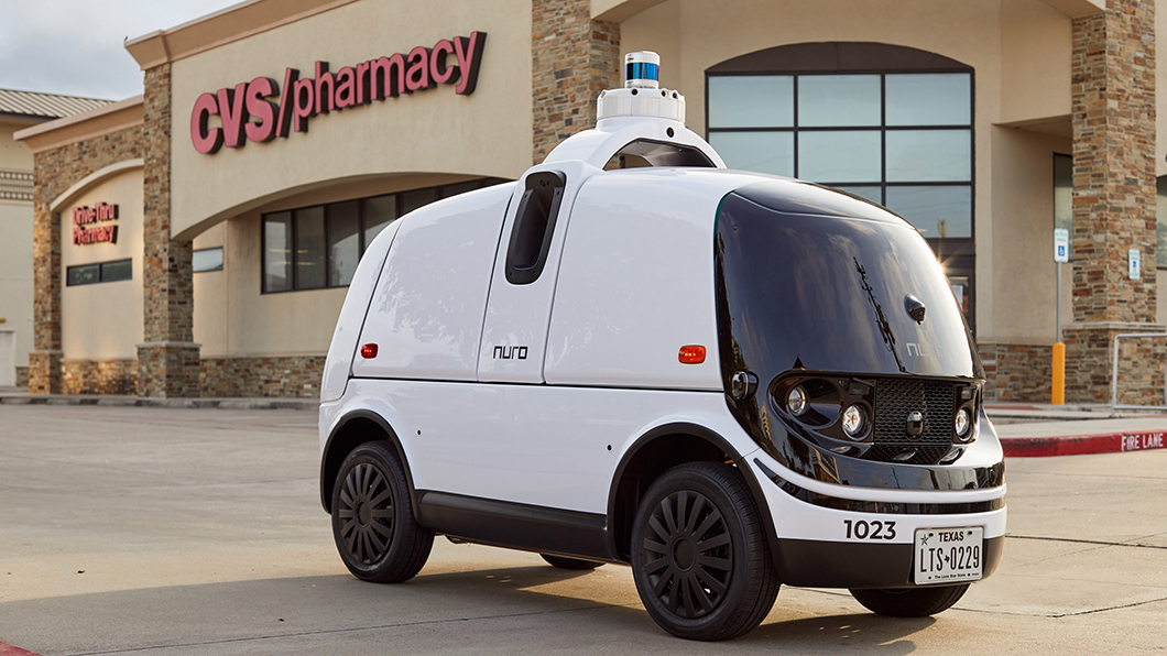 FedEX聯邦快遞與Nuro正合作測試小型機器人車,透過遠端控制將包裹直接送到你家門口。(圖片來源/ FedEx) 宅家狂買外送員累翻?! FedEx出動機器人車車送貨到家
