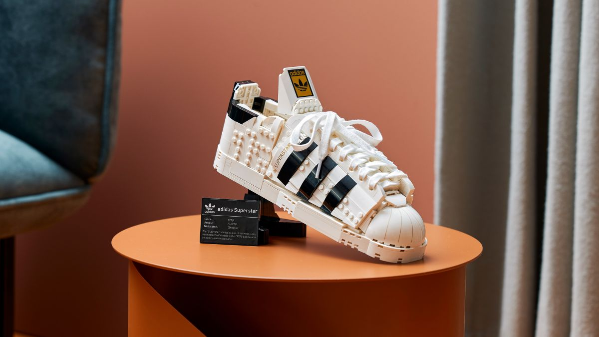 潮流玩具迷會嗨!樂高聯手愛迪達首次推出「Superstar球鞋積木盒組」,7/1這間搶先開賣