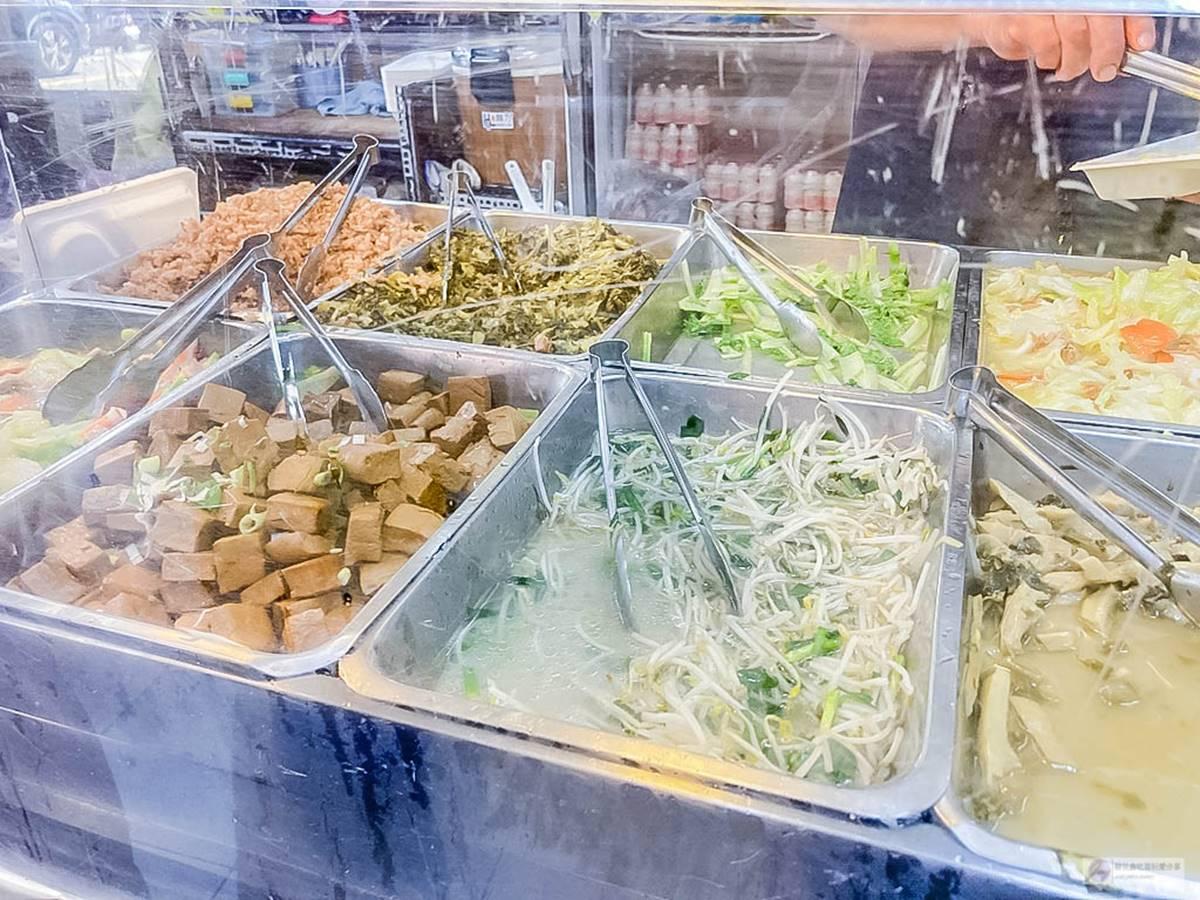 CP值超高!桃園6家百元大分量便當:4拼燒臘飯、50元排骨飯、多達18款主菜