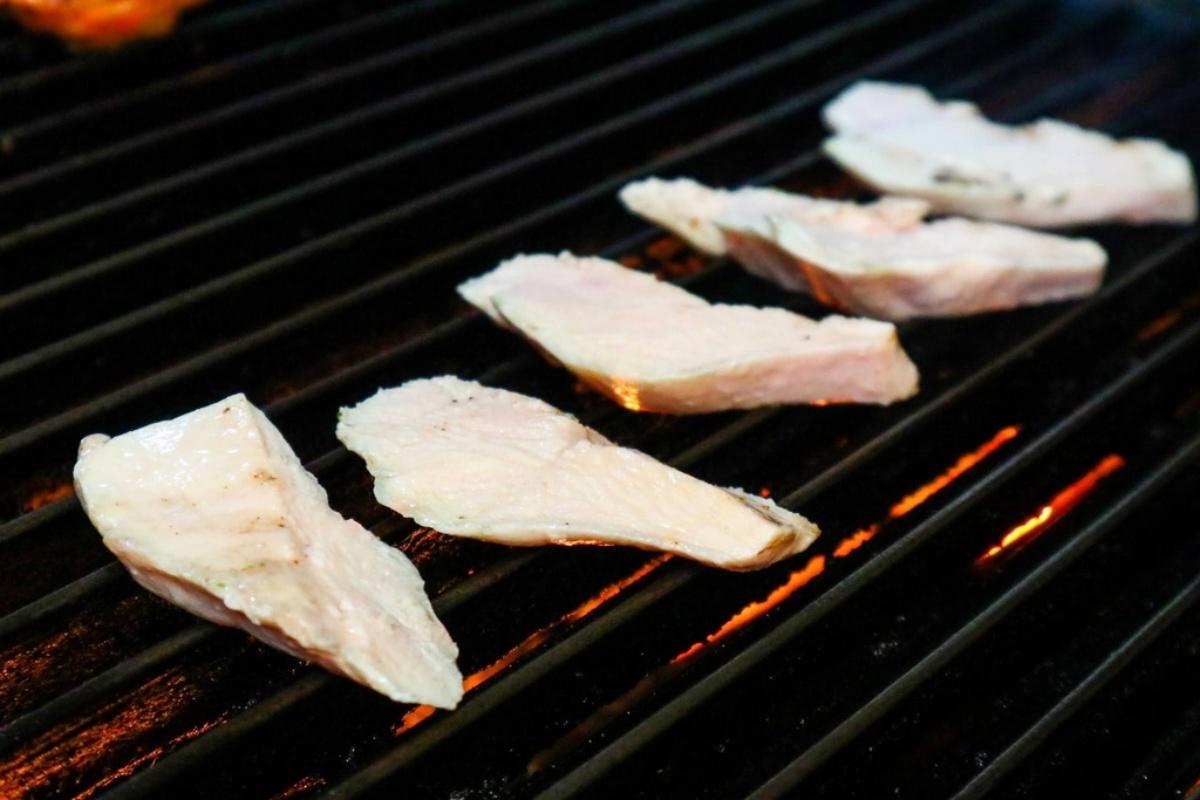 通通200元有找!4.5星「炭烤餐廳」推12款創意餐盒,先嗑炙燒明太子雞腿、第一名牛排