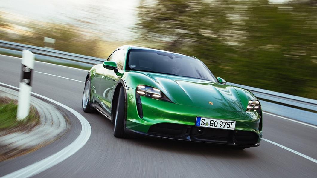 賽車是Porsche不可或缺的成分,即便走向電動化也不會遠離賽道。它宣布與合資投入設計、製造高性能賽車電池領域。(圖片來源/ Porsche) 保時捷槓上特斯拉? 開發高性能電池目標15分鐘充飽電