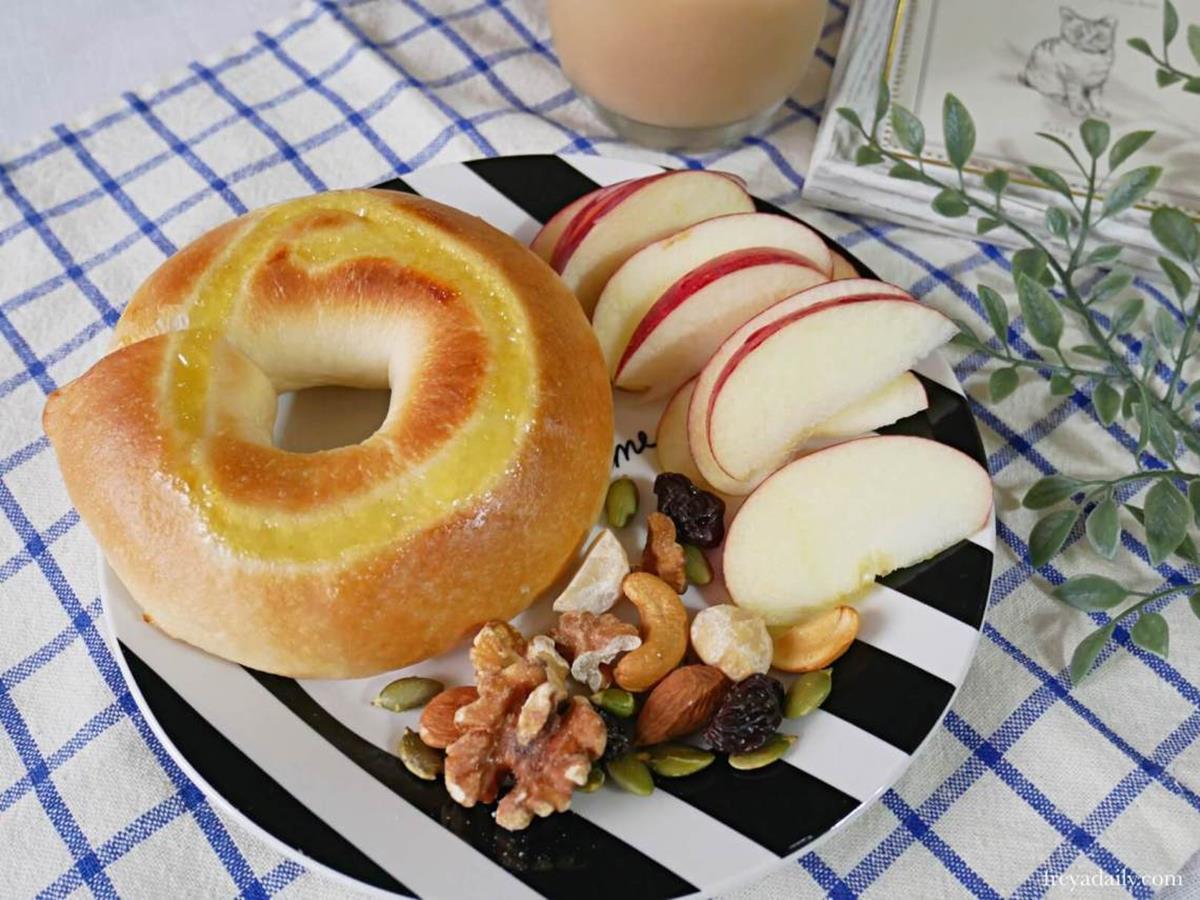 咬一圈都是料!人氣烘焙坊「水嫩貝果」Q彈又滿餡,甜口味先嘗花生脆酷力、北海道牛乳
