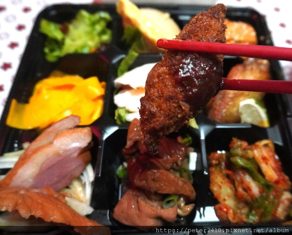 菜色每天換!韓式餐廳推「九宮格無菜單便當」只要180元,泡菜午餐肉「摺疊飯糰」口感超豐富