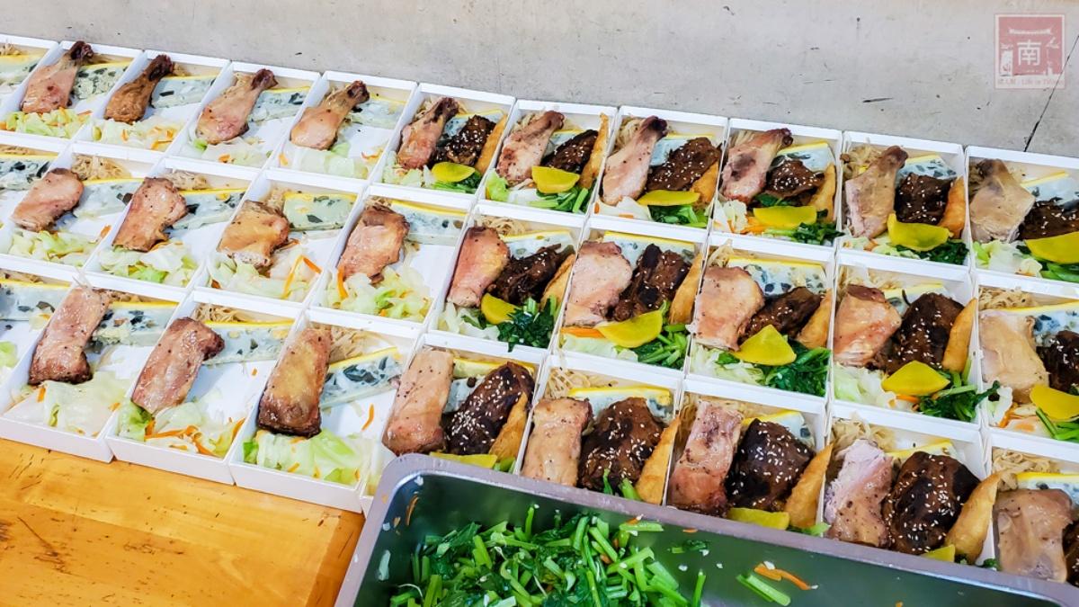 好佛心!老字號日式便當「雙主食+3配菜」只要75元,燒烤雞腿、炸豬排都吃得到