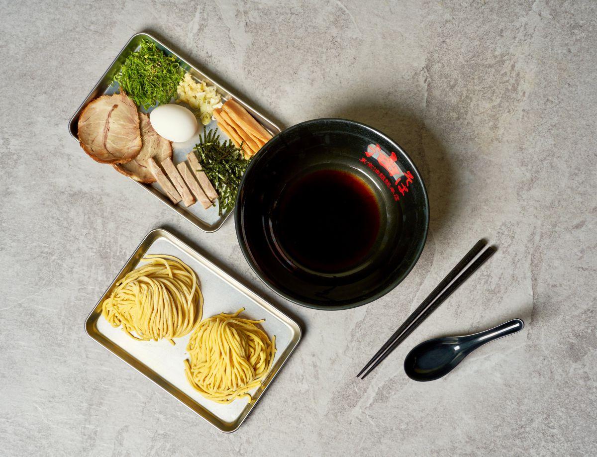 一秒置身東京油麵館!日本超夯拌麵推「冷藏生麵組合」,招牌醬油、辣味味噌在家就能吃