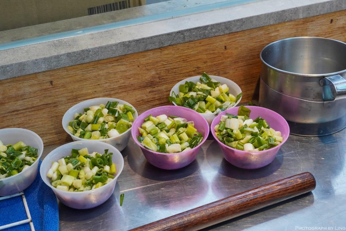 防疫早餐救星!名店「手工蔥派」宅配到府加熱就能吃,揉入整碗三星蔥每口都有料