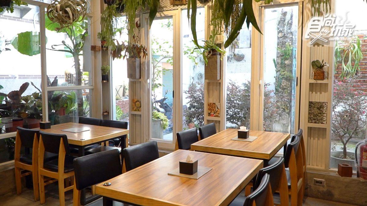 美到逆天了!小琉球6大IG美拍點:餵食小鹿斑比、獨家巴士酒吧、純白小希臘民宿