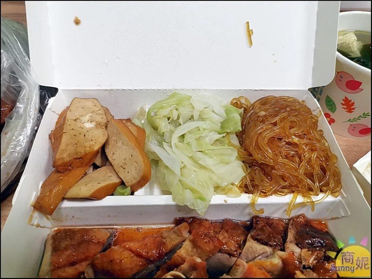 大分量燒臘再+1!網推「烤鴨飯」便當盒一半都放肉,一整隻烤鴨頭只要10元