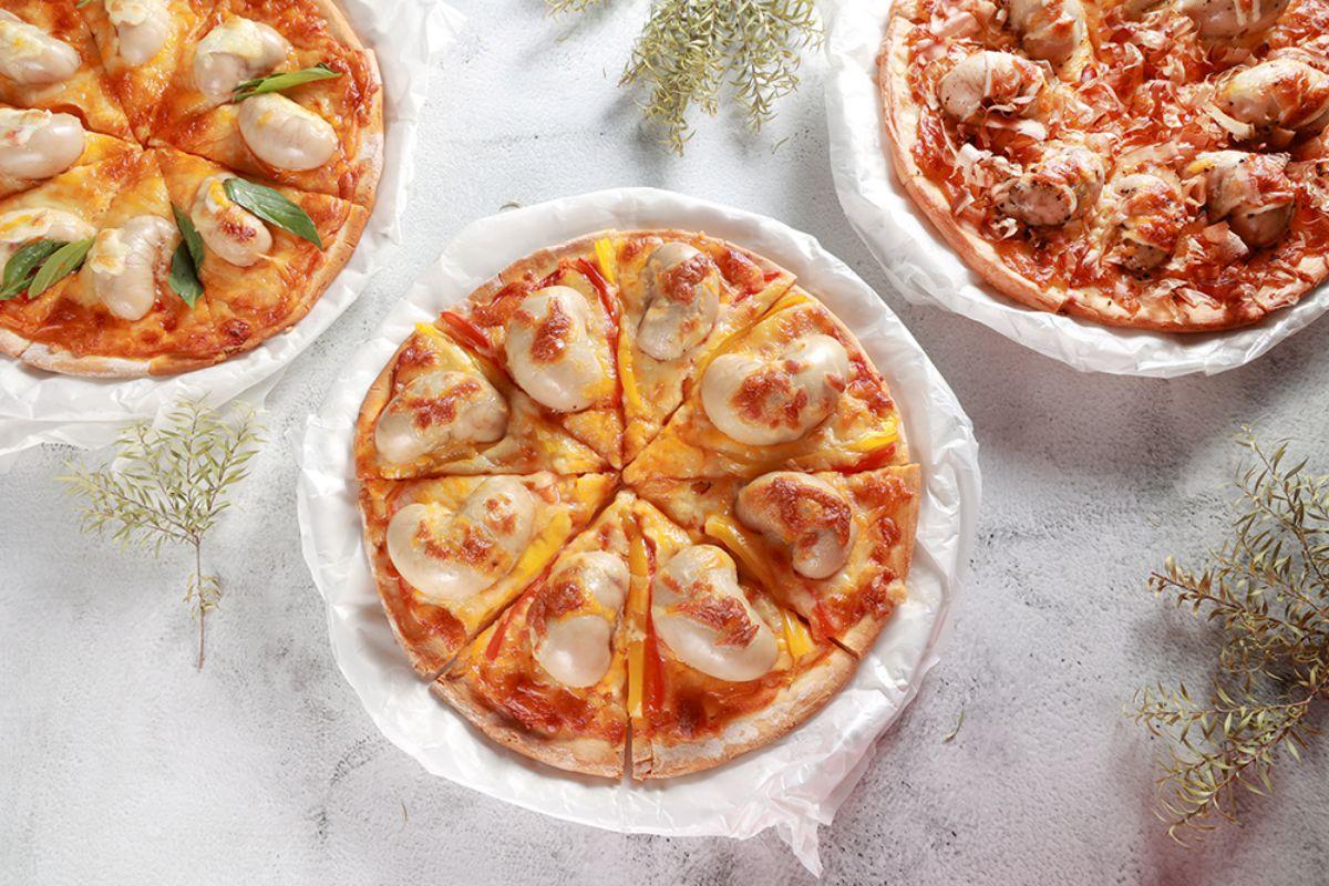 網友先崩潰了!陽光皇后推「超巨型雞佛披薩系列」,還能搭配日式柴魚、泰式、海鹽口味