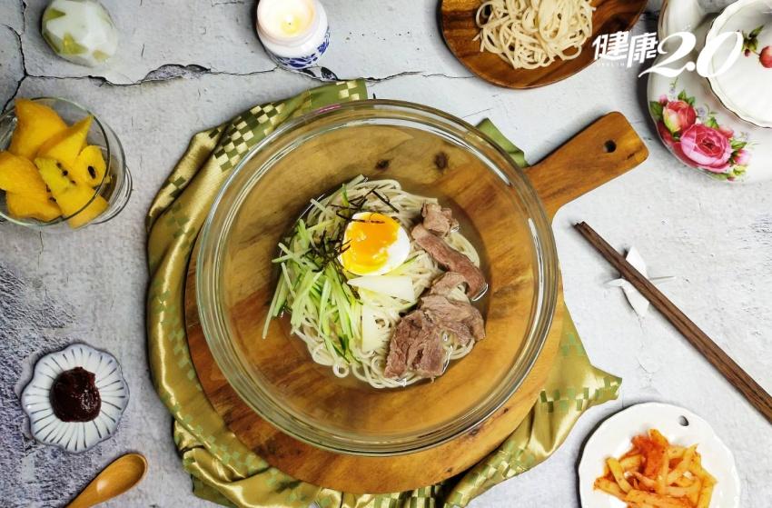 這樣煲湯最鮮美 吃韓式牛骨冷湯麵免出國,主廚教您做