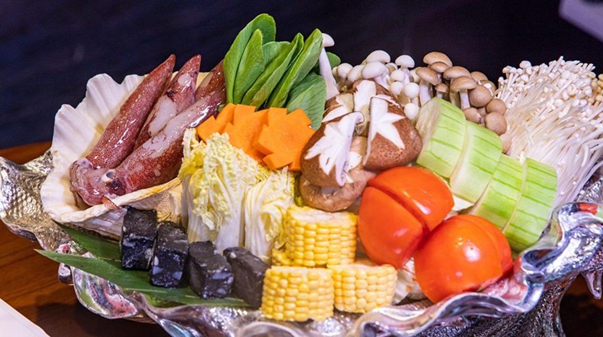 超澎派!浮誇海鮮餐廳推「芭比鴛鴦鍋」只要999元,吃得到4人份翼板牛、整尾船釣小卷