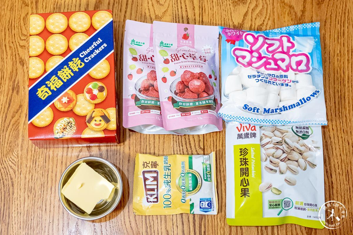 免烤箱就能DIY!超療癒「草莓雪Q餅」4步驟簡單做,酸甜酥脆口感層次豐富